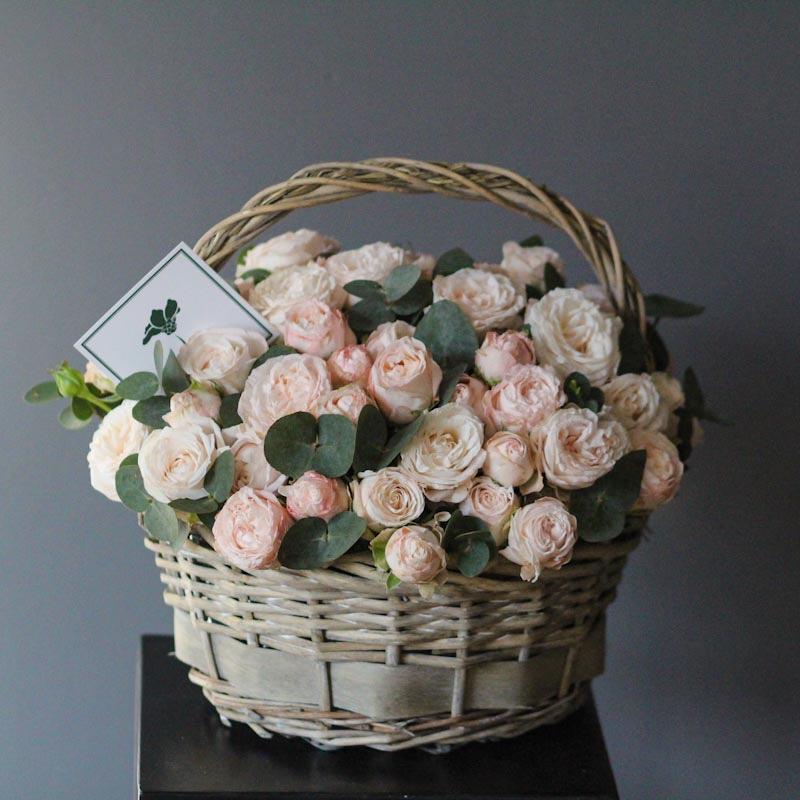 корзина с розами бомбастик купить с доставкой в москве