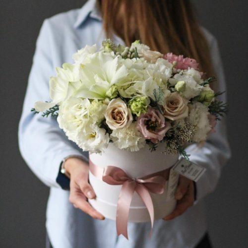 цветы в шляпной коробке с доставкой по москве